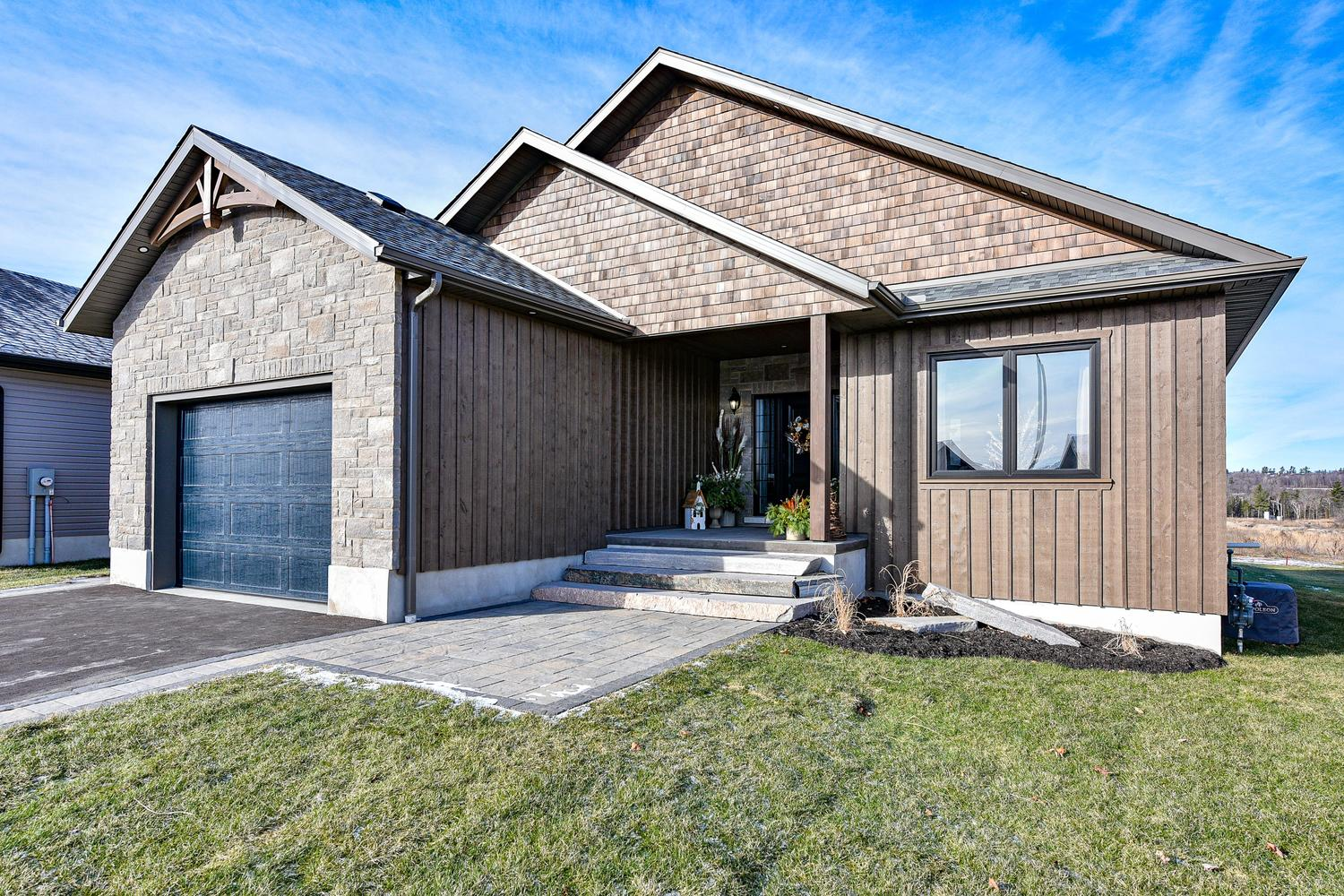 Exterior - Traditional Family Home Project In Renfrew by Kelly Homes Inc.